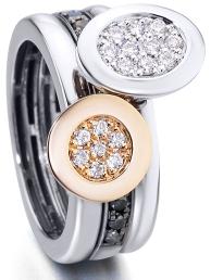 Anillo FEELINGS de Antonio Soria. Se compone de tres anillos en oro blanco, oro rosa, diamantes blancos y diamantes negros. Su precio 2.390€